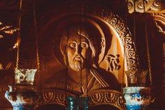 A cara de Jesus cinzelou fora da madeira fotografia de stock