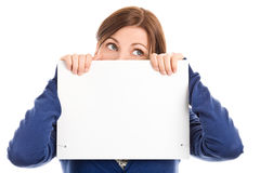 Cara de la cubierta de la mujer con la tarjeta de nota Fotografía de archivo
