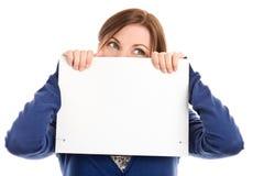 Cara de la cubierta de la mujer con la tarjeta de nota imágenes de archivo libres de regalías