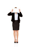 Cara de la cubierta de la mujer de negocios con la hoja del papel en blanco Fotografía de archivo libre de regalías