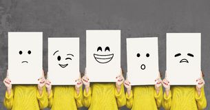 Cara de la cubierta de la muchacha con los tableros blancos Sistema de emociones pintadas Fotografía de archivo libre de regalías