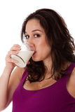 Cara de la leche de consumo de la mujer fotos de archivo libres de regalías