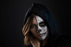 Cara de la muchacha de Halloween pintada Fotografía de archivo libre de regalías