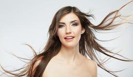 Cara de la mujer con el movimiento del pelo en el fondo blanco Imagenes de archivo