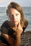 Cara de la señora joven en una playa Foto de archivo libre de regalías