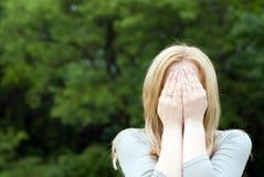 Cara de ocultación del adolescente Imagen de archivo