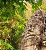 Cara de pedra gigante no templo de Prasat Bayon, Angkor Wat, Camboja Fotografia de Stock Royalty Free
