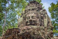 Cara de piedra gigante en un templo antiguo en Angkor Wat, representante Camboya de Siem Foto de archivo libre de regalías