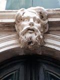 Cara de piedra sobre puerta Fotografía de archivo libre de regalías