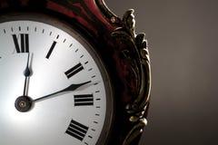 Cara de reloj antigua con las manos Imagenes de archivo