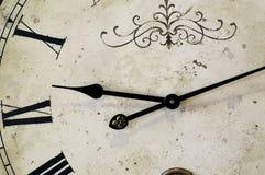 Cara de reloj antigua con los números romanos Imágenes de archivo libres de regalías