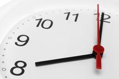 Cara de reloj con el tiempo que corre a ocho imágenes de archivo libres de regalías