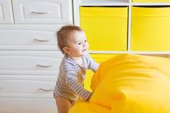 Cara de sorriso bonito feliz adorável expressivo bonita do infante do bebê Fotografia de Stock Royalty Free