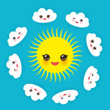 Cara de sorriso de Babushka do matrioshka da boneca do russo com mordentes, as flores do esboço e contornos cor-de-rosa das folha Imagens de Stock