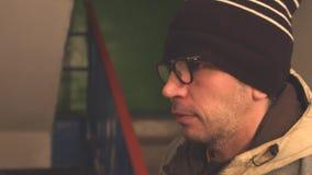 Cara de um close-up do homem no perfil filme