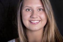 Cara de uma jovem mulher com pele perfeita Imagens de Stock Royalty Free