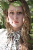A cara de uma menina de olhos verdes com cabelo louro Fotografia de Stock Royalty Free