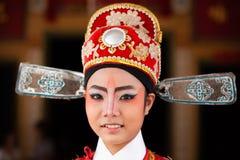 Cara de una actriz china hermosa de la ópera con la pintura de la cara Cl imágenes de archivo libres de regalías