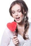 Cara de una chica joven encantadora con un Ca en forma de corazón Imagen de archivo
