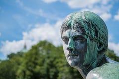 Cara de una estatua de bronce femenina - retrato de la escultura de la mujer Imagenes de archivo