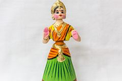 Cara de una muñeca del baile de Thanjavur llamada como Thalaiyatti Bommai en lengua del Tamil con el vestido y oranments tradicio fotografía de archivo libre de regalías