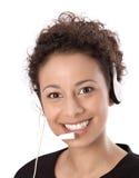 Cara de una mujer de negocios joven con las auriculares que trabajan en un ce de la llamada Fotos de archivo