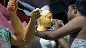 Cara del ídolo de la arcilla de la diosa Durga almacen de metraje de vídeo