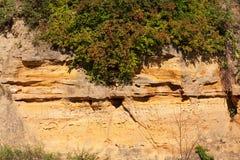 Cara del acantilado de la piedra arenisca con las tallas Fotografía de archivo libre de regalías