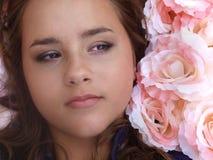 Cara del adolescente en flores Imagen de archivo libre de regalías