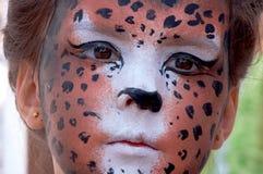 Cara del cabrito de la muchacha con la máscara 2 de la pantera Imagenes de archivo