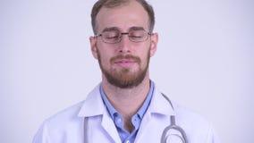Cara del doctor barbudo feliz del hombre que se relaja con los ojos cerrados metrajes