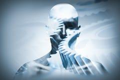 Cara del hombre con la capa mecánica de la rueda dentada Imagen de archivo