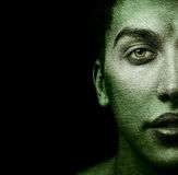 Cara del hombre extraño con la piel textured foto de archivo