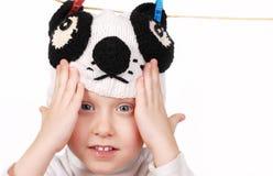 Cara del muchacho de Smaling en sombrero divertido de la panda Imagen de archivo libre de regalías