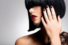 Cara del primer de una mujer con li rojo atractivo hermoso Fotografía de archivo libre de regalías