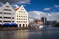 Cara del río de Motlawa en la ciudad vieja de Gdansk Fotografía de archivo