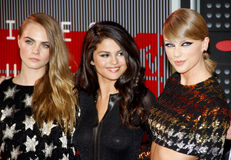 Cara Delevingne, Taylor Swift en Selena Gomez Stock Foto