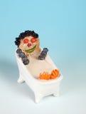 Cara divertida del alimento que toma un baño en leche Imágenes de archivo libres de regalías