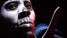 Cara do close-up, africana, curandeiro, guerreiro vídeos de arquivo