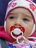 Cara do close up da criança pequena com chupeta Fotografia de Stock