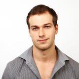 Cara do homem amigável novo com sorriso agradável Imagens de Stock