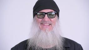 Cara do homem farpado maduro feliz do moderno com sorriso dos óculos de sol filme
