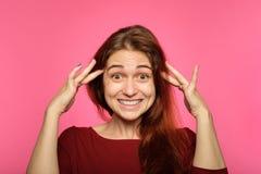 Cara emocional mulher alegre alegre de sorriso surpreendida imagens de stock royalty free