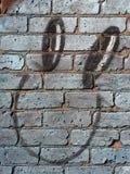 Cara en una pared fotografía de archivo