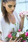 Cara fêmea bonita com composição da fôrma fotos de stock royalty free