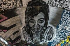 Cara fêmea com grafittis da máscara foto de stock royalty free