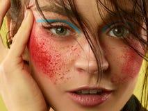 A cara f?mea com pele perfeita e brilhantes bonitos comp?em imagens de stock royalty free