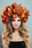 Cara f?mea perfeita Autumn Woman Portrait imagem de stock