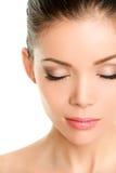 Cara fechado da beleza dos olhos - pestanas asiáticas da mulher Fotografia de Stock Royalty Free
