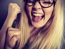 Cara feliz da mulher do close up com monóculos imagem de stock